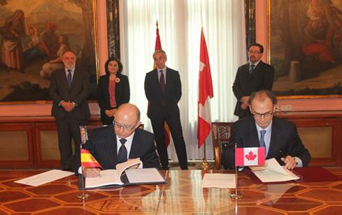 España y Canadá firman el convenio para evitar la doble imposición y la evasión fiscal