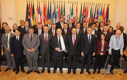 España firma el acuerdo multilateral para que las multinacionales informen de los impuestos que pagan en todos los países